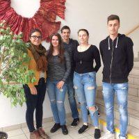 Lena Wagner mit den Schülerinnen der 8.Klassen Spanisch