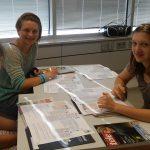 Simone, Elena und Anna beschäftigen sich mit den wichtigsten in Zeitungen vorkommenden Textsorten