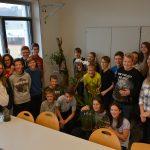 Schüler der 4D mit ihren Pflanzungen