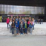 Gruppenfoto vor dem Musiktheater