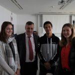 Bildungsdirektor HR Mag. Dr. Alfred Klampfer mit der Schülervertretung