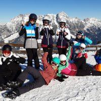 Gruppenfoto mit Sonne und herrlicher Bergkulisse